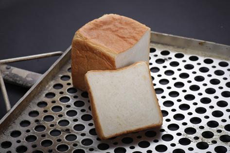 地産地消にこだわるオペラの食パンは、京都産の口当たりの良い牛乳と扱いが難しく、他のパン屋では使用しない京都産薄力粉を使用し、クリーミーで繊細な味わいを生み出しています。